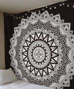 Schwarzer Wandbehang
